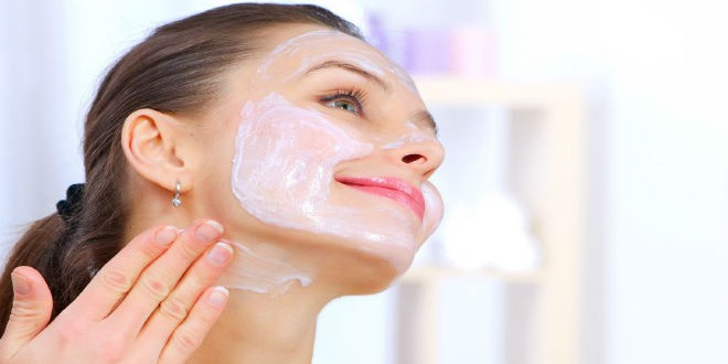 resized_photodune-1898649-beautiful-woman-applying-natural-homemade-facial-mask-l-e1393024482488