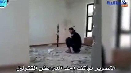 فيديو | داعشي يخطئ فيصيب نفسه بصاروخ..!!