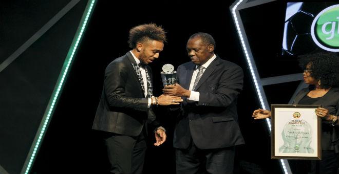 الكاف تختار أوباميانغ أفضل لاعب إفريقي في عام 2015