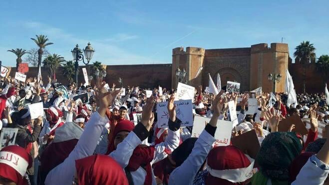 الأساتذة المتدربون يجوبون شوارع الرباط احتجاجا على المرسومين