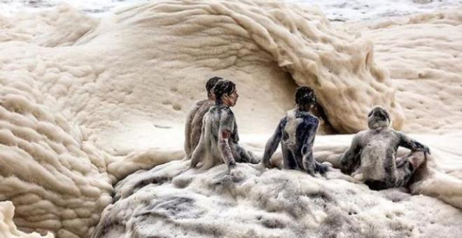من غرائب الدنيا… شاطئ من الكابتشينو!