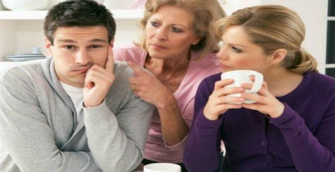كيف تتصرفين إذا أحرجك زوجك أمام الآخرين؟