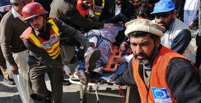 عشرات القتلى في هجوم مسلح لطالبان استهدف إحدى الجامعات الباكستانية