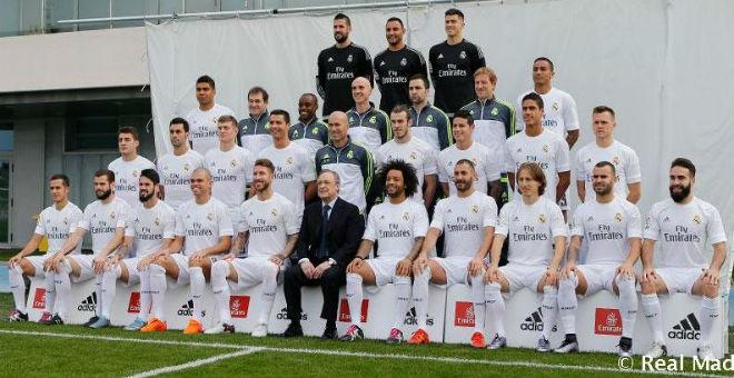 نجوم ريال مدريد في صورة جماعية مع زيدان وبيريز