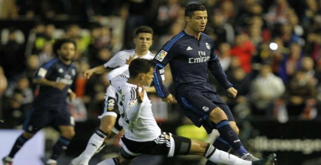 الريال يتواضع ويهدر فرصة اللحاق ببرشلونة