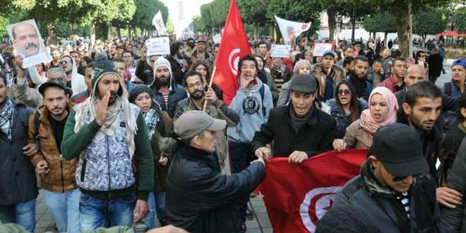 شباب تونس يطالب بالمزيد من التغيير  والإصلاح في المشهد السياسي