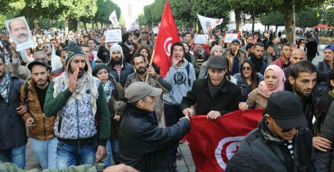 تونس.. انتهاء حلم التغيير أم ثورة شبابية جديدة؟