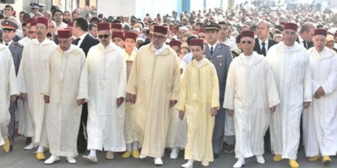 في صورة من الأرشيف، لصلاة الاستسقاء السابقة التي أقيمت بحضور ولي العهد الأمير مولاي الحسن، إلى جانب رئيس الحكومة