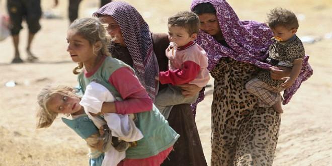 """نساء وطفلات فارات من جحيم """"داعش"""" بالعراق"""