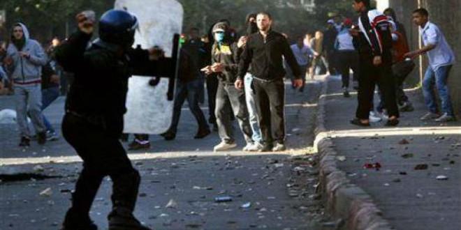 مواجهات سابقة بالجزائر بين شبان وقوات الأمن (أرشيف)