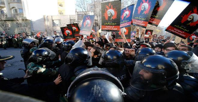 إيران تعتقل العشرات بتهمة اقتحام السفارة السعودية في طهران