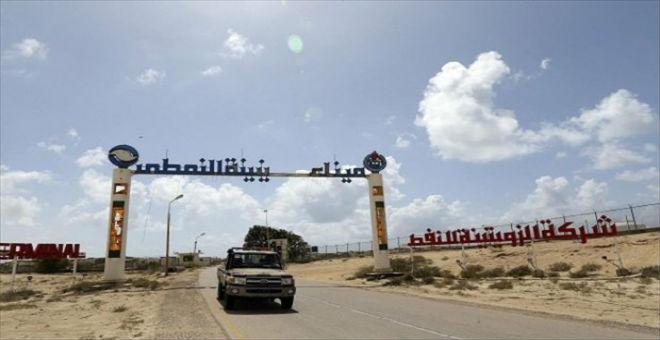 ليبيا: ثلاثة زوارق تشن هجوما على ميناء الزوتينة النفطي