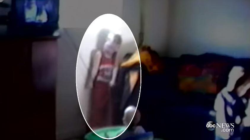 فيديو: أم تصور أطفالها يلعبون وفجأة ترى شيئاً فظيعاً !