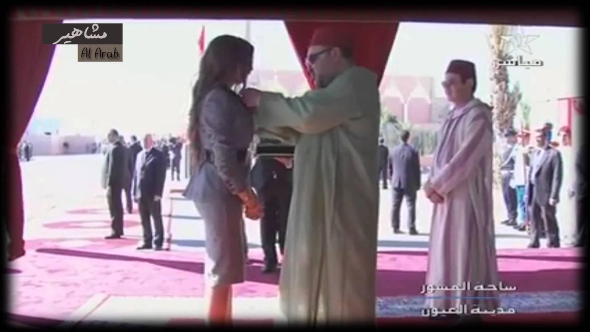 المطربة المغربية دنيا باطما تكتري طائرة خاصة لتسلم الوسام الملكي
