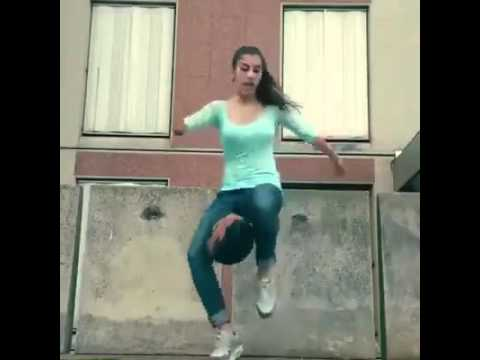 فيديو: مهارات مراهقة مغربية في كرة القدم
