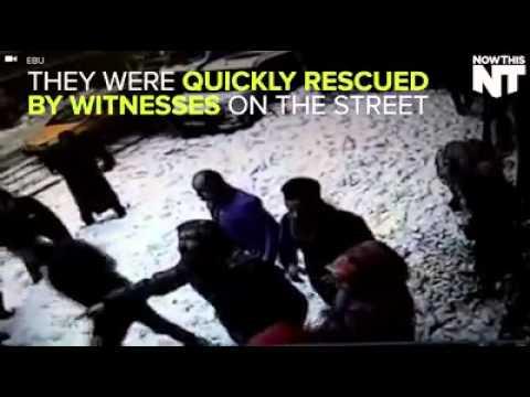 فيديو: كتلة ثلج ثقيلة تسقط على المارة في تركيا وتدفنهم