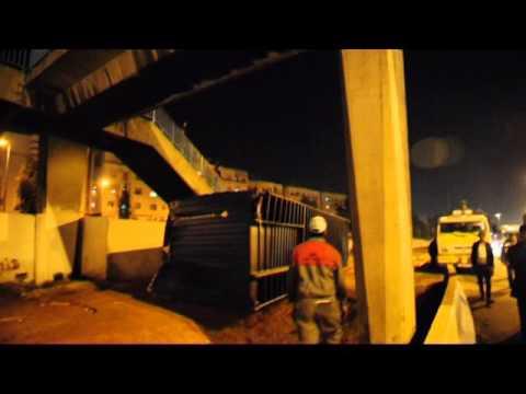 بالفيديو..شاحنة تصطدم بقنطرة في هذه المنطقة بالبيضاء