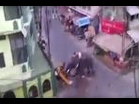 بالفيديو.. فيل غاضب يدمر كل شيء