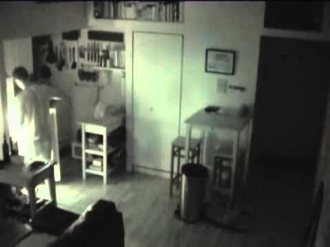 لاحظ أن الطعام في منزله يختفي فوضع كاميرا مراقبة ليكتشف ..!