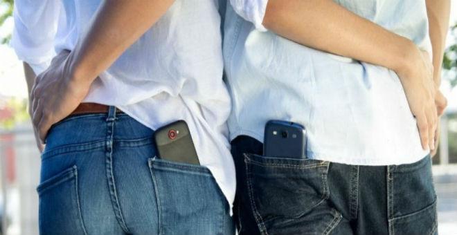 احذروا..لهذا السبب لا يجب وضع هاتفك في جيبك