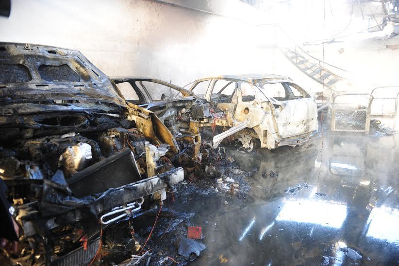 بالصور. حريق يخلف خسائر مادية جسيمة في شركة للسيارات بالبيضاء