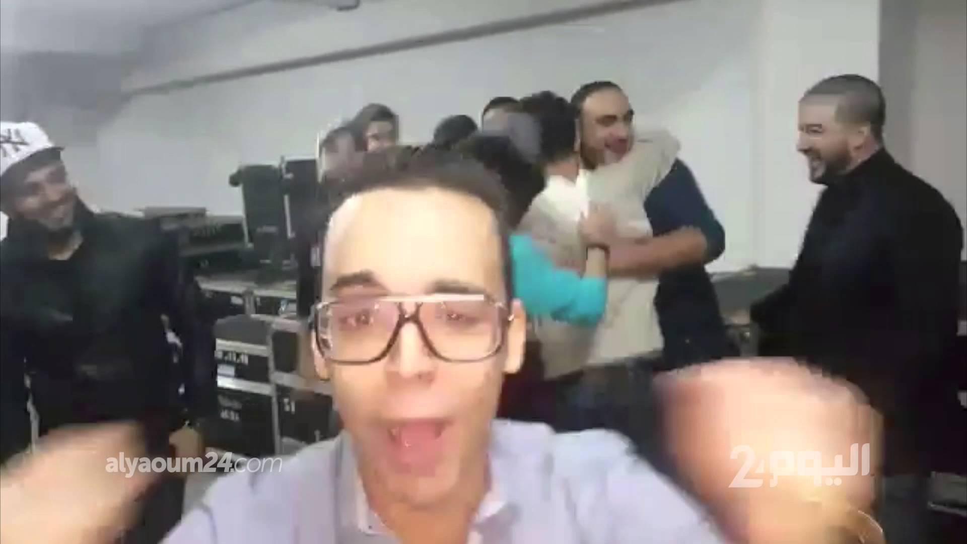حاتم عمور وأصدقاءه يحتفلون بوصول الكليب الجديد إلى مليون مشاهدة