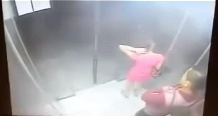 رتبت شعرها في المصعد.. بعد خروجها حصل معها غير المتوقع