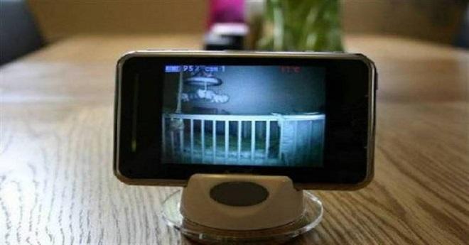 فيديو: طفل أخبر والديه أنّ غريباً يتحدّث إليه خلال الليل..
