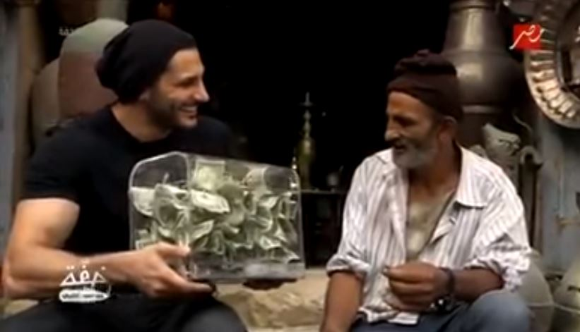 ساحر سعودي يحول فقيراً مصرياً إلى ثري ويتخطى مليوني مشاهدة
