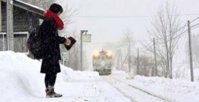 بالفيديو.. محطة قطار من أجل طالبة واحدة