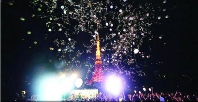 العالم يستقبل 2016 بالفرح والعروض الموسيقية