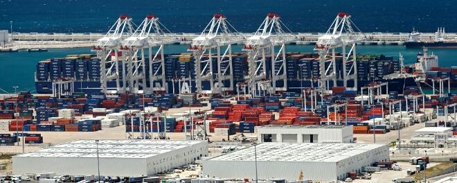 ميناء طنجة يحقق أرقاما إيجابية في 2015
