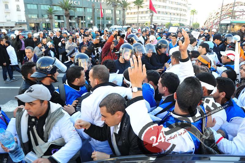 """بالصور. اعتقالات في صفوف الأساتذة لإيقاف مسيرة """"إلغاء المرسومين""""!"""
