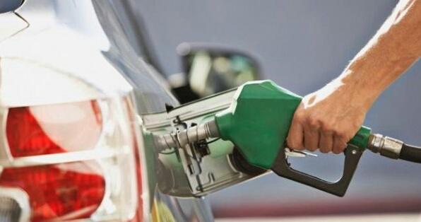 هل تكون خطوة تحرير أسعار المحروقات أكبر خطأ لحكومة بن كيران؟