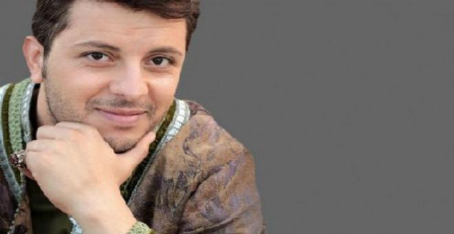 حاتم عمور يغني في حفل تتويج أحسن معلم في العالم