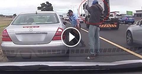 شخص مجهول يطلق النار على شرطي شاهد رد فعل مدهش للشرطي