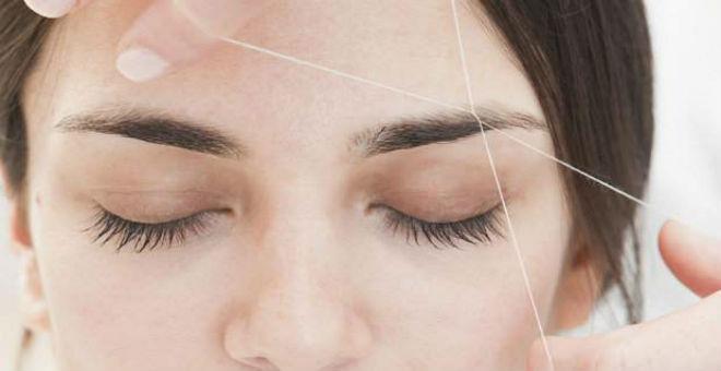 حيل لتقليل الشعور بالألم أثناء إزالة الشعر الزائد بالخيط