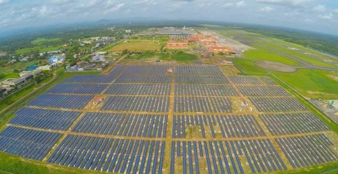 أول مطار يعتمد على الطاقة الشمسية فقط
