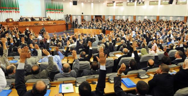 حزبا أويحيى وسعداني يزكيان مشروع الدستور الجزائري