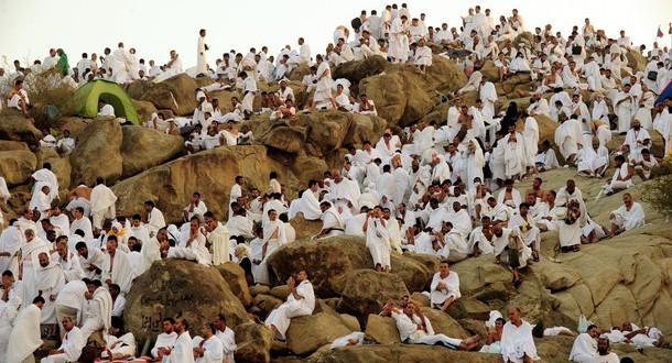 Muslim pilgrims arrive to pray at Mount
