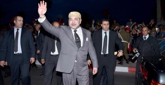 الملك محمد السادس يدشن بالداخلة بارجة لتحلية مياه البحر