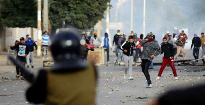 تصاعد الحراك الاحتجاجي يهدد بجر تونس نحو منزلق خطير