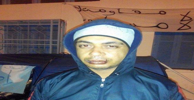 تونس..معطلو القصرين يحتجون بخياطة أفواههم