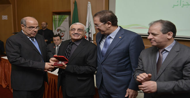 فضيحة جزائرية..روراوة يتحدى القوانين ويطرد الصحفيين من الجمع العام!