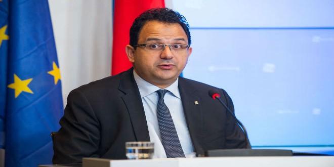 زياد العذاري وزير الشغل التونسي