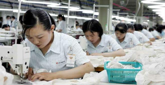 كوريا الجنوبية: بيونغ يانغ تستغل أجور عمال لشراء الأسلحة