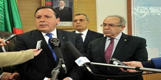 وزيرا خارجية الجزائري وتونس، رمطان لعمامرة وخميس الجهيناوي