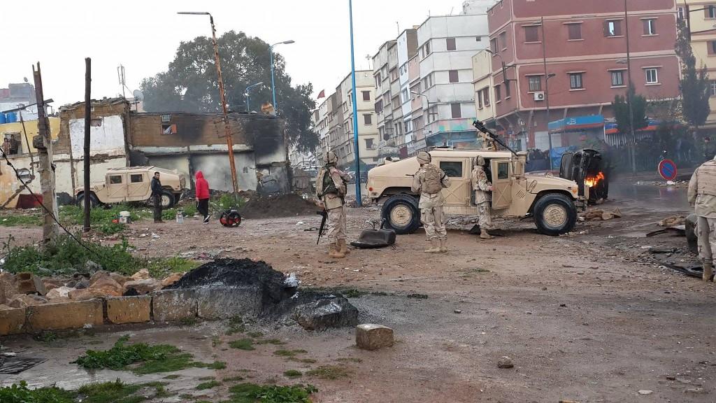 جنود ومدرعات حربية في الدار البيضاء