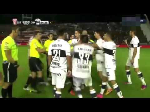 بالفيديو: مباراة ودية تتحول إلى حلبة للملاكمة