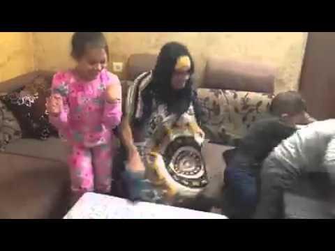 الفرق بين الأم العربية والأجنبية في تنويم الأطفال